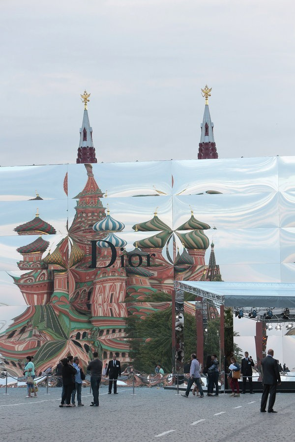 俄红场建大型奢侈品样式展馆