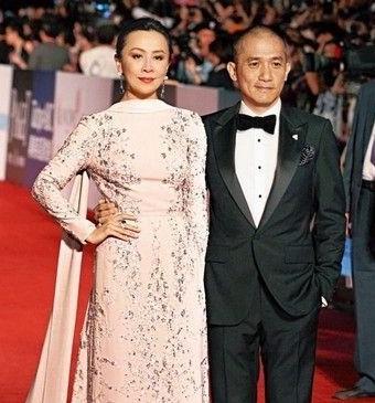刘嘉玲与梁朝伟出席金马奖颁奖。