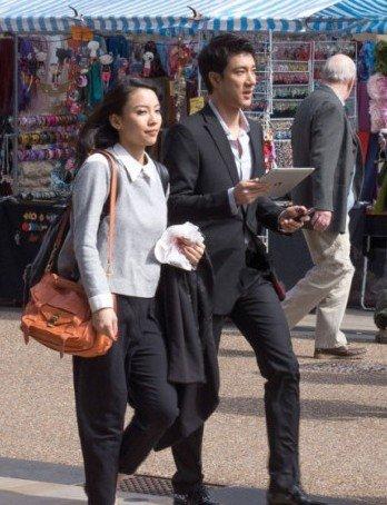 王力宏与女友在美国生活照