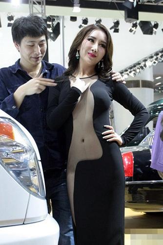 广州车展女模真空装露点 尺度