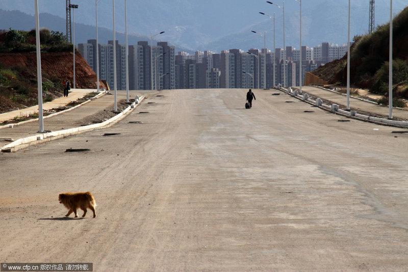 """2013年11月20日,昆明呈贡,是中国比较有代表性的""""鬼城""""之一。这里什么都不缺,就是缺人,在呈贡找到一辆出租车简直比登天还难,需要极大的耐性和运气。吴长青/CFP"""