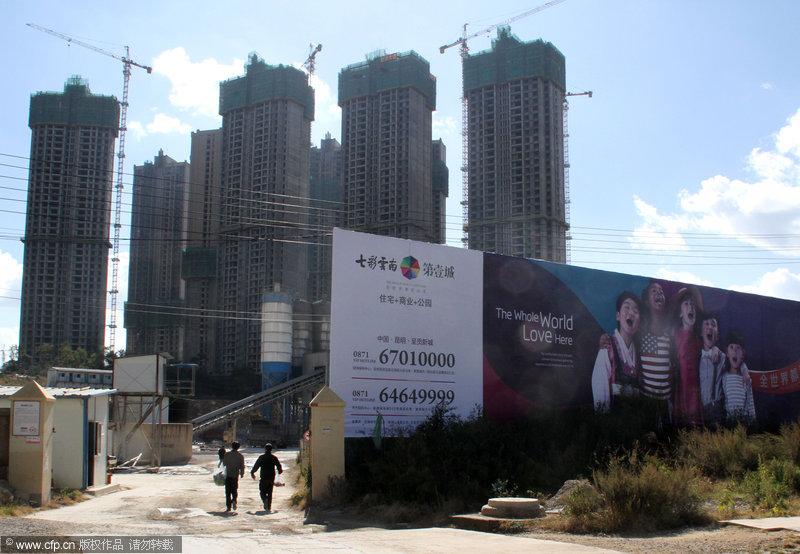 """2013年11月21日,昆明呈贡,是中国比较有代表性的""""鬼城""""之一。七彩云南第一城还在建设中。吴长青/CFP"""