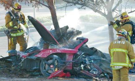 《速度与激情》男主保罗沃克车祸现场曝光