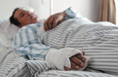 夏高龙在医院接受治疗本报记者赵滨摄