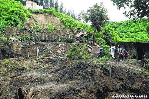 印尼北苏门答腊不拉士达易的山区发生土崩,有9人丧命,包括4名年龄介于2岁至10岁的儿童。