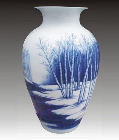 夏义升作品青花瓷瓶 林中雪景