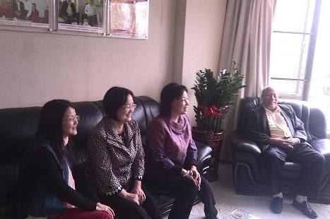 ...曾园和南雄市侨联副主席曾华拜访了广东省华侨招商协会,并与...