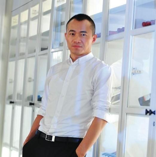 邱启明已取得香港身份证 经纪人:工作需要