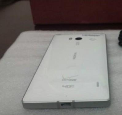 白色Lumia 929真机曝光照