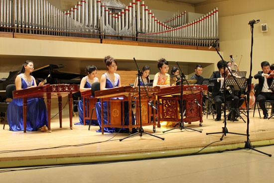 《狂想曲》是为扬琴组与西洋