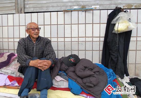 王德修在北站时曾靠拾垃圾为生 记者 黄兴能 摄