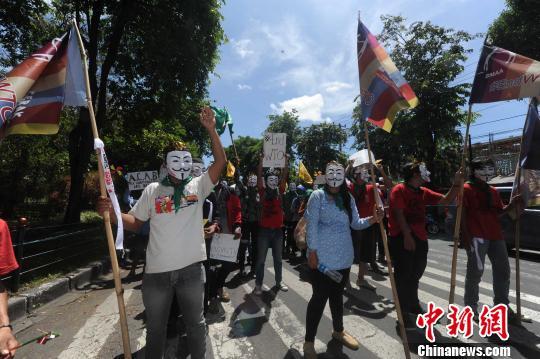 印尼大学生抗议世贸组织在巴厘岛举行会议