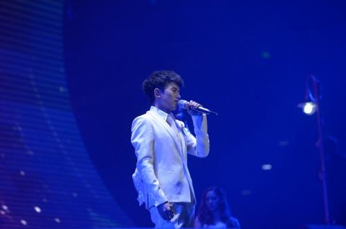 张杰还在演唱会上首唱了新歌《逆态度》与他个人第十