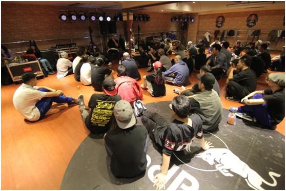 2013红牛街舞挑战赛明星训练营内,8城市冠军精英齐聚一堂