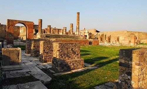 <b>意大利庞贝古城再塌墙政府保护文物不利遭批</b>