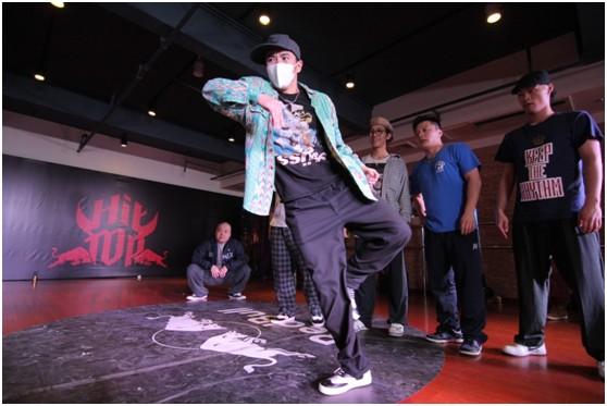 """日本Popping界元老Acky在RedBull HitTop明星训练营一展""""战""""舞之姿"""