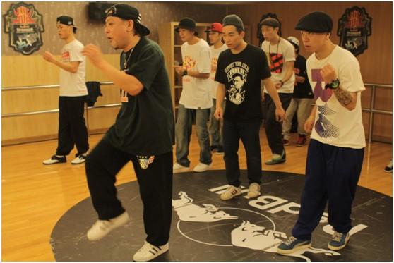 日本元老级舞者Ohji现场领舞,技术强化训练尽显强劲节奏