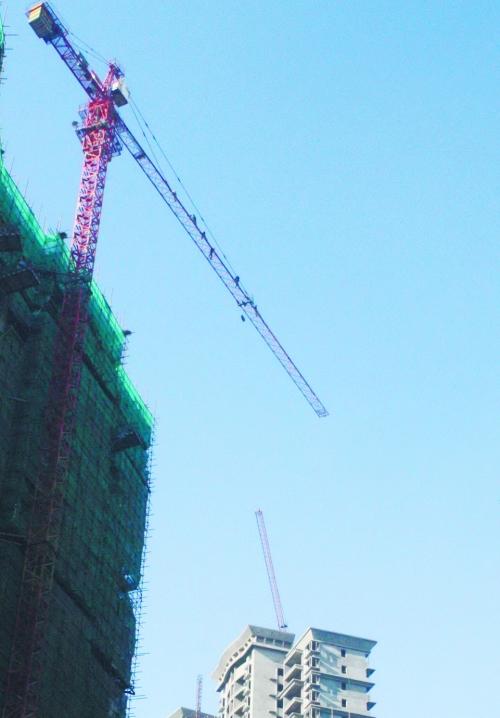 救援现场,7名男子在120米高的塔吊上。