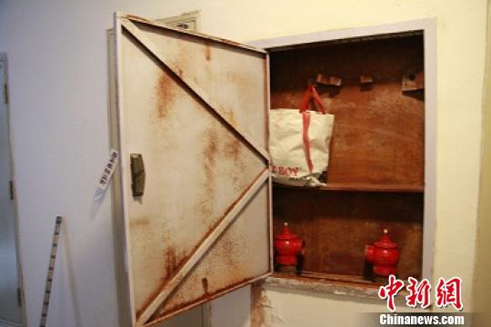 鸡西市龙山国际小区消防栓内没有灭火设施 解培华 摄