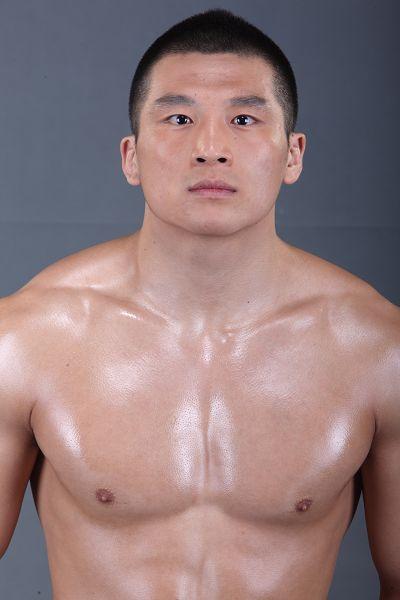 图文:终极斗士次中量级选手张立鹏22岁中国