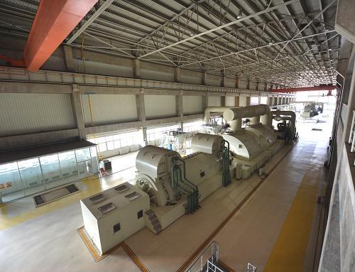 12月6日,在辽宁朝阳燕山湖发电厂,2×600兆瓦机组在正常运行中。新华社记者 白铁军 摄