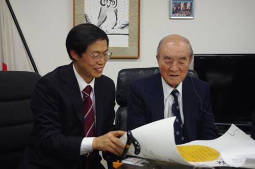 日本前首相会见中国留日同学总会成员(组图)