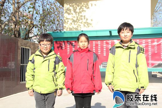 冲锋衣成风景线莱山中小学穿上免费年级(组二暑假计划校服小学生图片