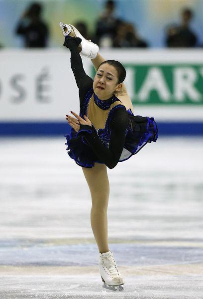 图文:花样滑冰总决赛女单 浅田真央表情痛苦