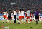 足协杯图:人和总分3-2恒大夺冠 众将欢庆
