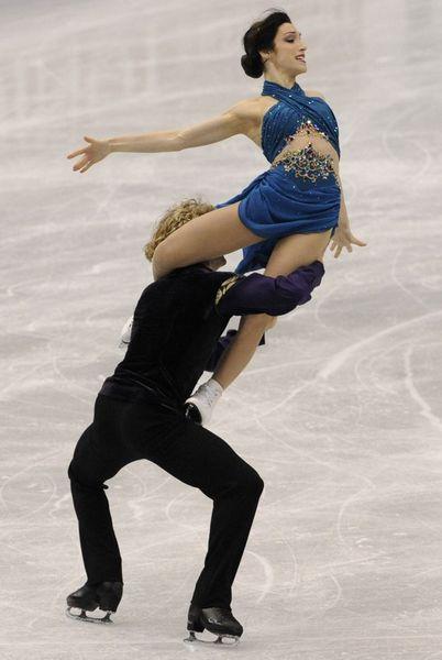 图文:花滑总决赛美组合冰舞夺冠 技艺精湛