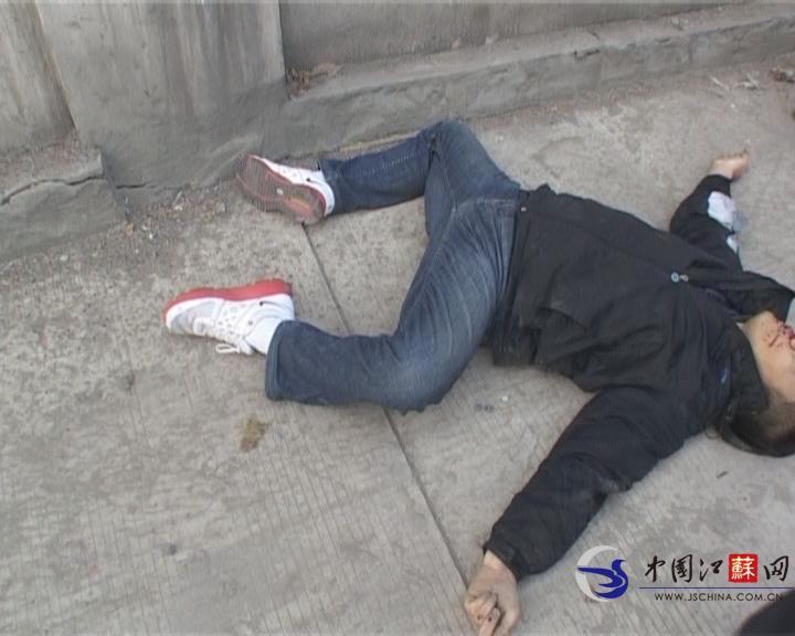 一男子从南京长江大桥纵身跳下 头部流血身亡(图)