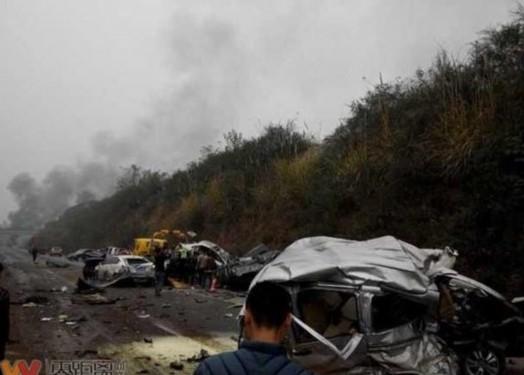 四川成自泸高速发生惨烈车祸 8