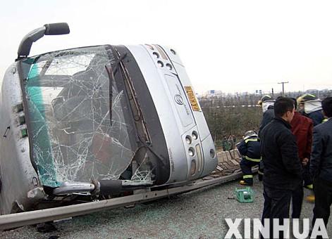 12月9日拍摄的发生事故的大客车.