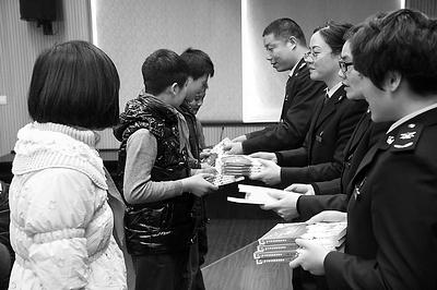 """浙江萧山检验检疫局开展""""送法进校园""""系列活动"""