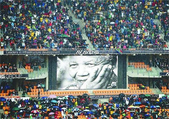 10日,南非政府在约翰内斯堡FNB体育场举行大型活动悼念曼德拉。