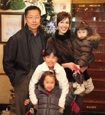 李阳昔日全家福。
