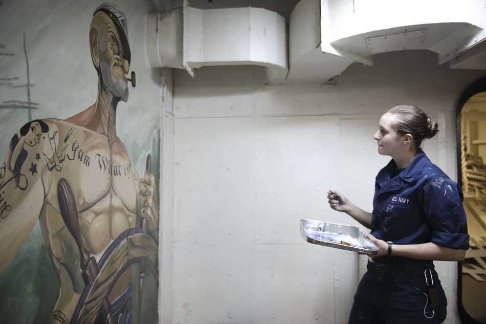 ...水手玛勒娜-彼得在罗斯福号里绘制了一幅