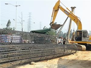 本报讯 (记者王丰)日前,广州市交委透露,作为省重点建设工程,广明高速工程计划于2016年前建成并投入使用,这意味着通车计划目前随着建设进度作出了调整。