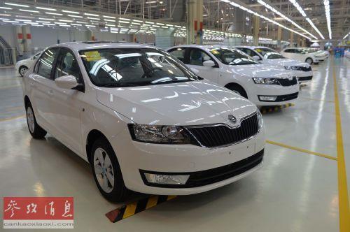 资料图片:这是2013年7月9日拍摄上海大众汽车仪征分公司生产的斯柯达昕锐轿车。新华社发(王卓 摄)