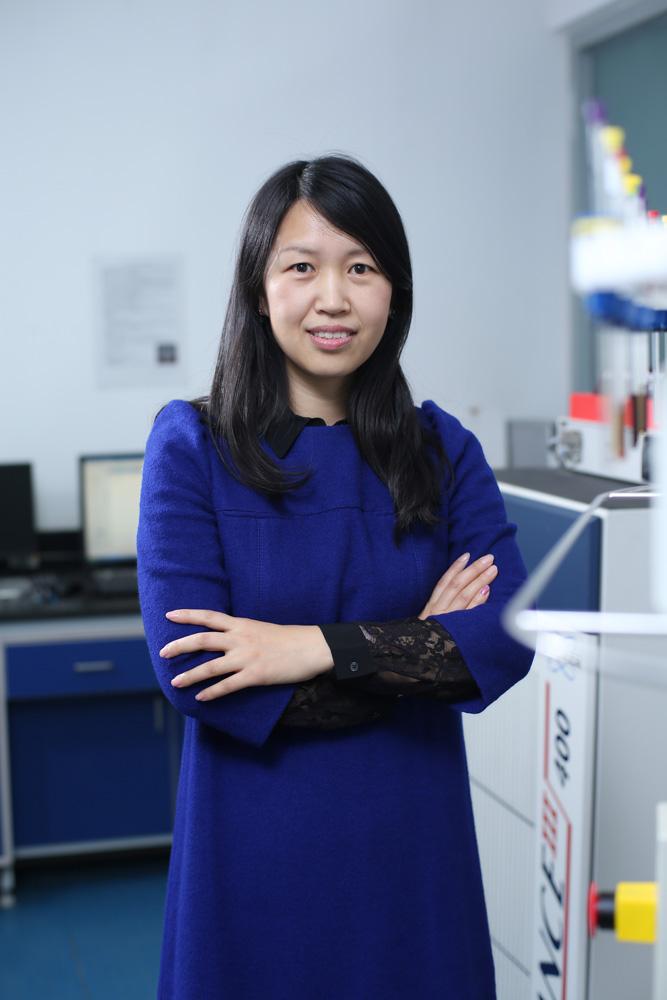 教授干女研究生15_女科学家奖学科评审组意见   围绕生物质组分的复杂结构研究生物质