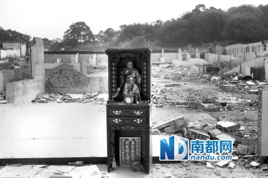 昨天记者看到,位于水溪村对面山上的厂房已被拆除。 南都记者 吴进 摄