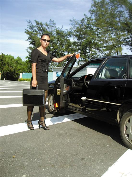 一般女保镖身高要在1.65米至1.7米之间,相貌端庄大方