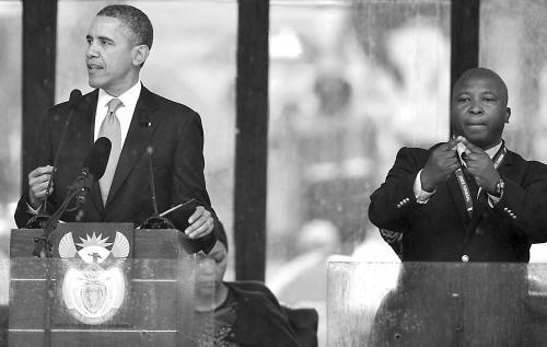 10日,简特杰为奥巴马讲话作手语翻译。