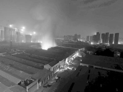 青山武丰工业园昨晚失火