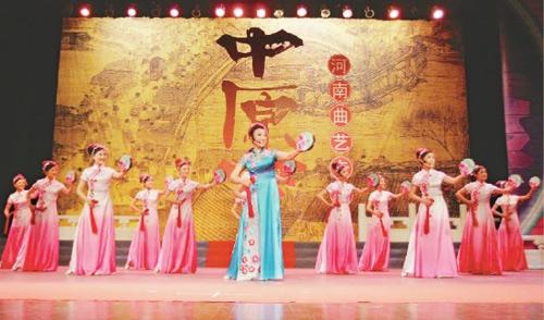 南阳师范学院音乐系的学生表演河南大调曲子 董大汗  摄