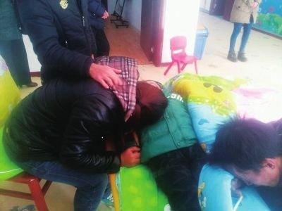 事发后,家属在幼儿园内痛哭