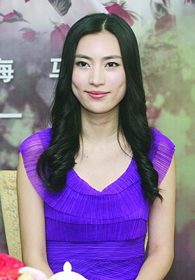 昨日,导演陈强,演员陶慧敏,万美汐,冯静恩来宁与观众见面.