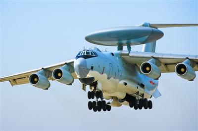 资料图:空警-2000预警机起飞训练。