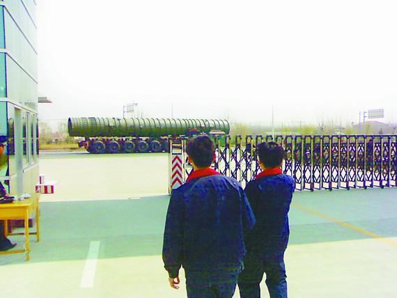 """外媒配发的据称是""""东风41""""导弹的图片。"""