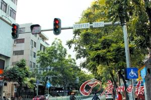 红灯亮了 右转得唔得?